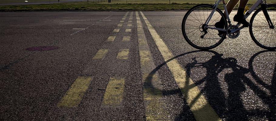 carretera y ciclista