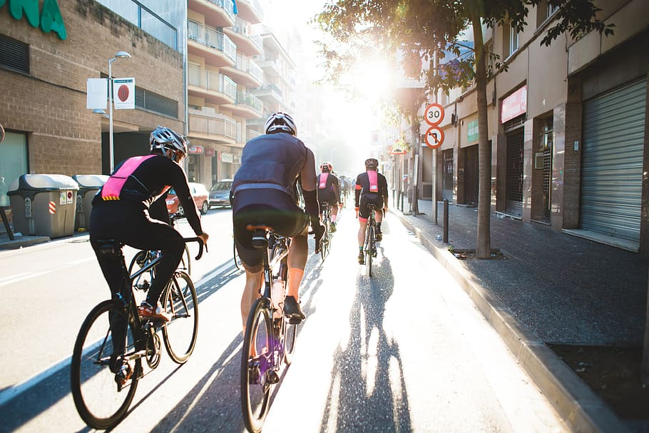 ciclistas rodando