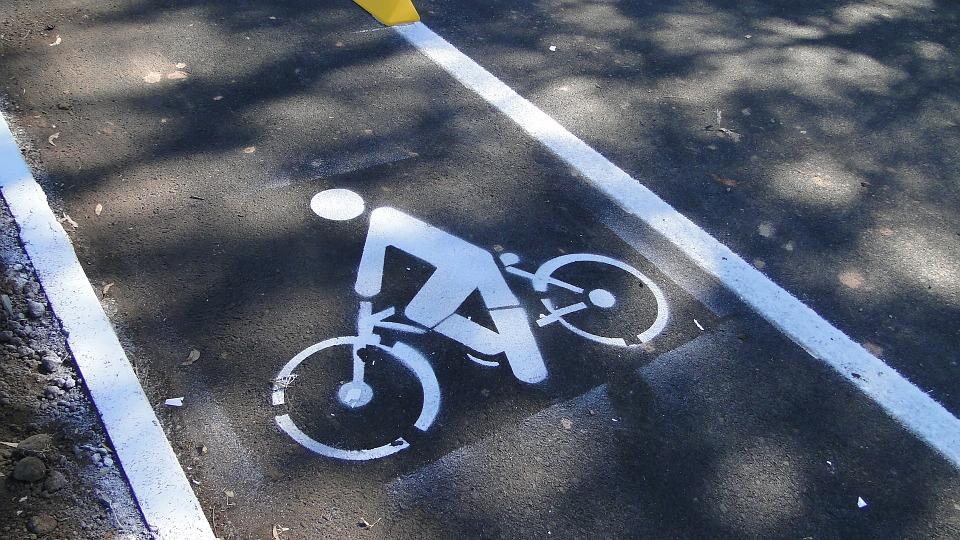 Ciclistas y patinetes eléctricos