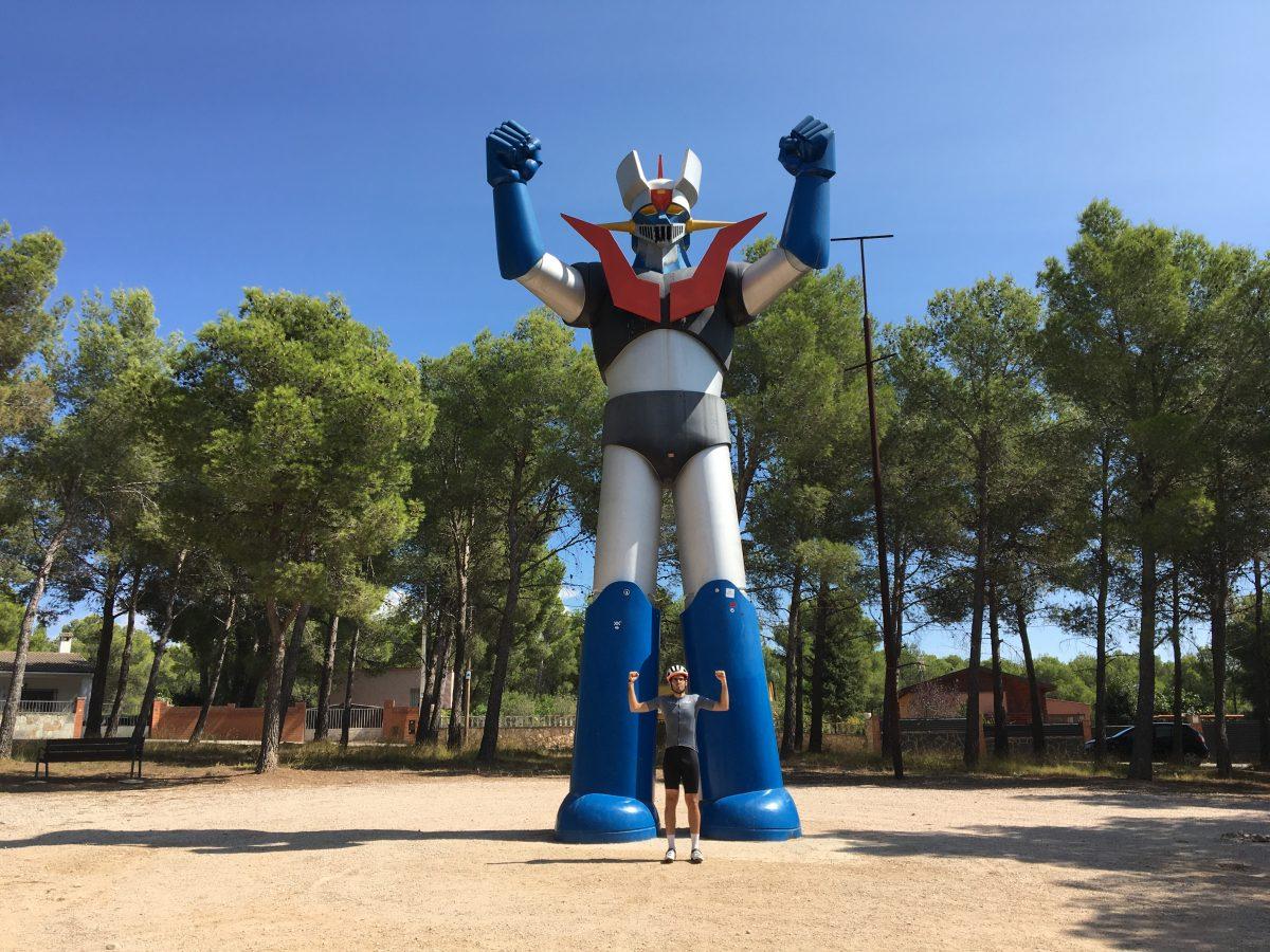 Estatua mazinger Z Tarragona Ciclismo